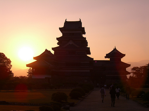 Matsumoto Castle bij zonsondergang